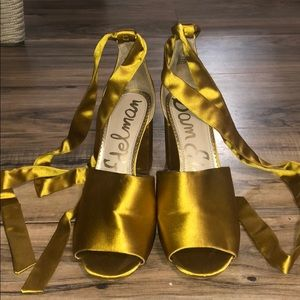 Almost new! Satin open toe heels with straps 8.5
